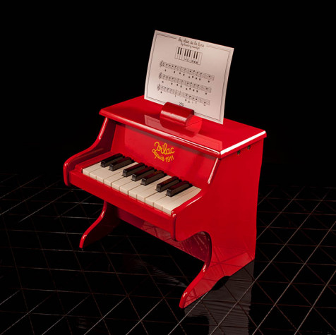 Piano, red